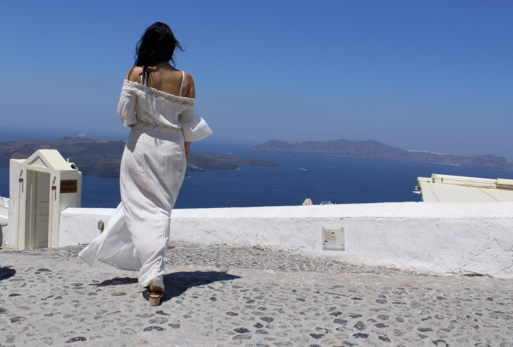 A SMALL GUIDE TO SANTORINI