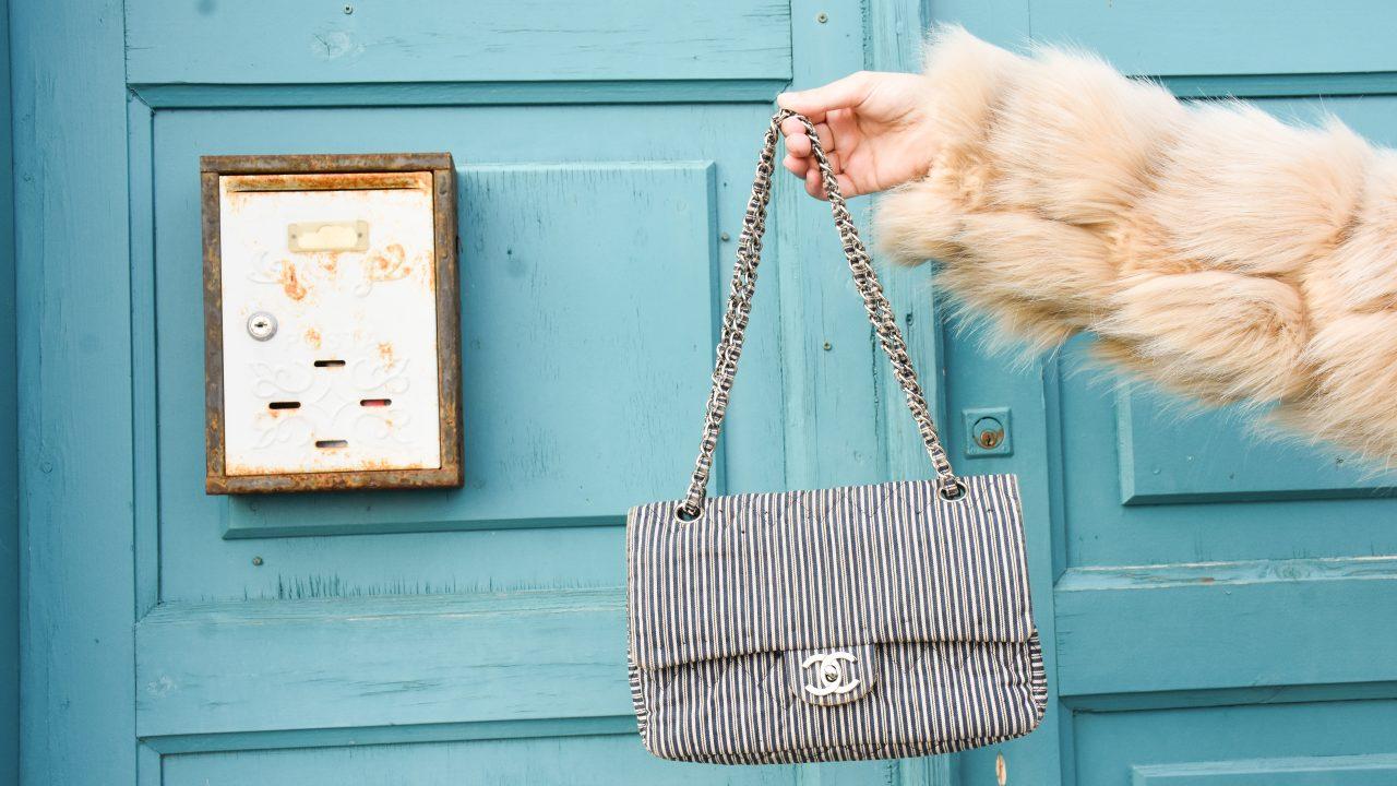 chanel medium flap bag size